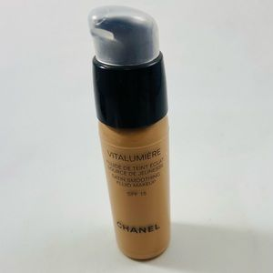 Chanel Vitalumiere Satin Smoothing Makeup